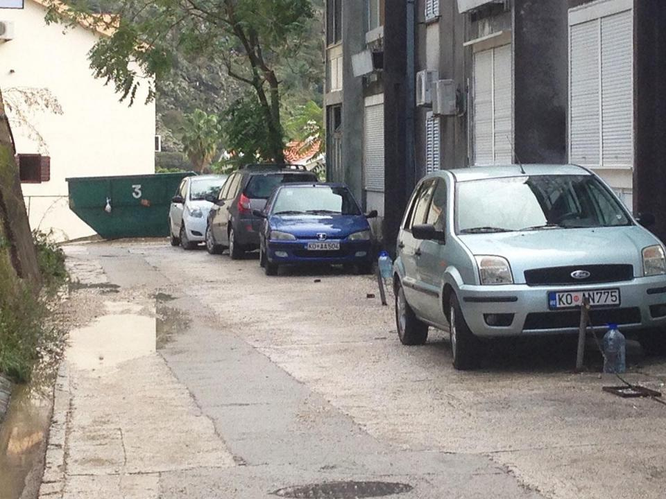 Ulica privatizovana parking stubićima